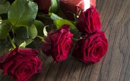 Rosas vermelhas, presente