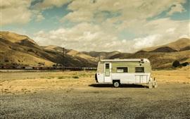 Aperçu fond d'écran Caravane de voyage, collines, chemin de fer, nuages