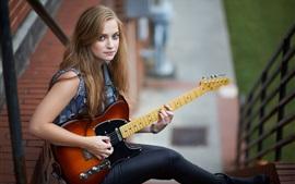 Aperçu fond d'écran Fille blonde joue de la guitare, de la musique