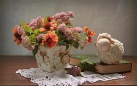 Vorschau des Hintergrundbilder Blumen, Vase, Spielzeug Schaf, Buch, Stillleben
