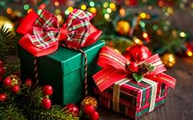 Aperçu fond d'écran Cadeaux, baies, brindilles de sapin, Noël