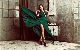 Preview wallpaper Green skirt girl