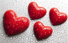 Красные сердечки любви, капли воды