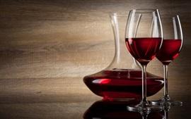Copo de vinho tinto, garrafa e copo de vidro