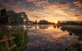Vorschau des Hintergrundbilder Fluss, Bäume, Gras, Haus, Wolken, Morgen, Sonnenaufgang, Nebel