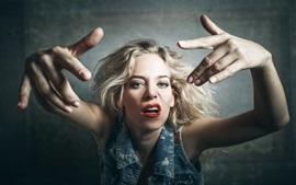 Vorschau des Hintergrundbilder Blondes Mädchen, Haltung, rote Lippe, Hände