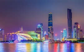 Noite da cidade, arranha-céus, luzes, rio, China