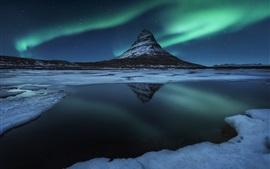 Islandia, Kirkjufell montaña, nieve, noche, aurora boreal