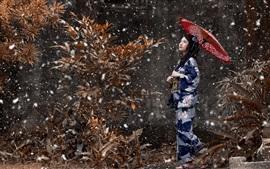 Menina japonesa, quimono azul, guarda-chuva, neve, inverno
