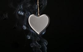 壁紙のプレビュー 愛の心のペンダント、煙、黒の背景