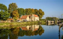 Países Bajos, río, árboles, casas, automóviles