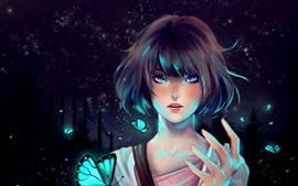 Chica de fantasía pelo corto, ojos azules, mariposa