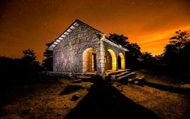 Aperçu fond d'écran Maison en pierre, lumière, nuit, étoilé