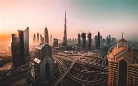 Emiratos Árabes Unidos, Dubai, rascacielos, carreteras, mañana