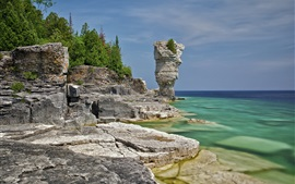 Canada, Ontario, Bruce Peninsula National Park, lake, trees, rocks
