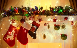 Рождественская тема, носки, шары, огни, украшения