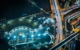 Vista superior da cidade, doca, navio, rua, estradas, linhas de luz, noite