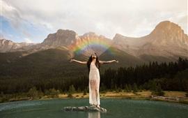 Chica, montañas, lago, arco iris