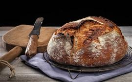 Горячий хлеб, нож, натюрморт