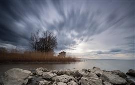 Озеро, тростник, камни, хижина