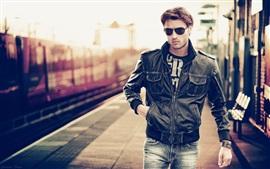 Homem, óculos, casaco, estação