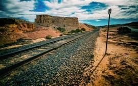 Ferrovia, rochas, montanhas, céu azul, nuvens