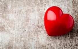 Красное сердце любви, деревянный стол