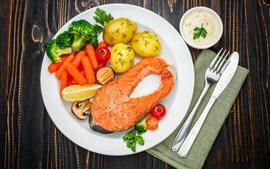 Овощи, картофель, помидоры, рыба, морковь, нож