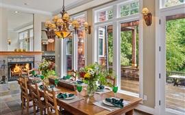 Sala de jantar, mesa, copos, janelas, lareira