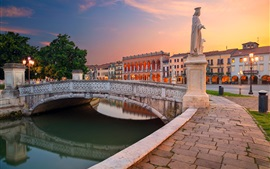 Италия, Падуя, Площадь Прато делла Валле, набережная, статуя, река, мост