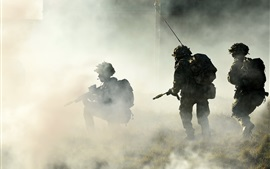 Aperçu fond d'écran Soldats, matin, brouillard