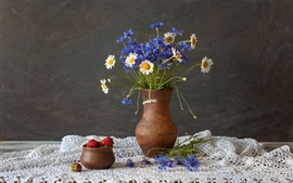 Preview wallpaper Blue cornflowers, white chamomile, vase, strawberry