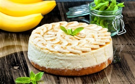 Pastel, rodajas de banana, menta, comida deliciosa