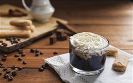 Grãos de café, chocolate, creme, biscoitos