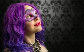 Chica cosplay, pelo morado, máscara