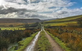 Inglaterra, Derbyshire, Peak District, camino, colinas, nubes, campo