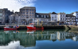 England, Plymouth, Barbican, houses, river, boats, water reflection