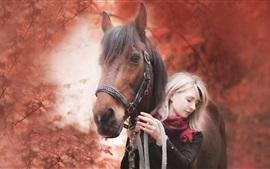 Chica y caballo, otoño