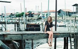 Chica, muelle, barcos, verano