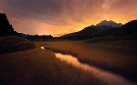 Трава, ручей, горы, утро