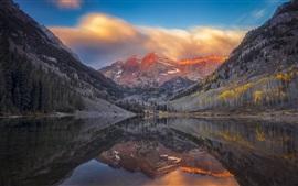 Montañas, lago, nubes, agua reflexión, otoño