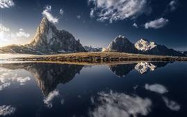 Montanhas, lago, reflexão da água, grama