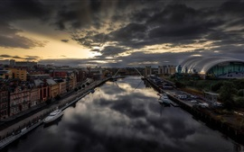 Preview wallpaper Newcastle, England, city, river, dusk, clouds