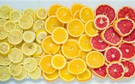 Апельсины, грейпфрут, лимоны, кусочки фруктов