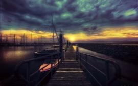 Pier, barcos, noite