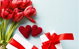 Tulipas vermelhas, corações de amor, presentes