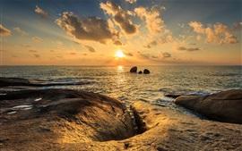 Mar, rocas, nubes, puesta de sol