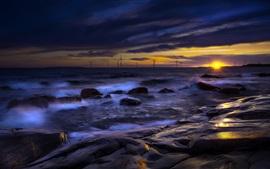 Mar, rocas, molinos de viento, anochecer