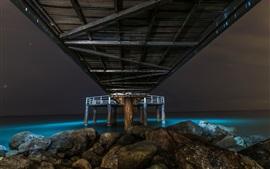 Море, под мост, камни, ночь