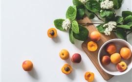 Некоторые абрикосы, цветы